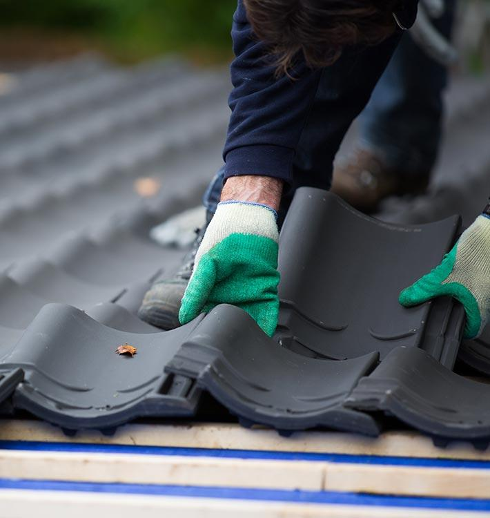 Expert laying roof tiles